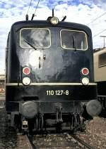 blau/16188/110-127-8-mit-einer-ueberarbeiteten-front 110 127-8 mit einer überarbeiteten Front, am 12.10.1980 in Ulm, vom Dia.