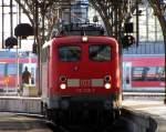 verkehrsrot/187909/110-236-7-durchfaehrt-den-koelner-hbf 110 236-7 durchfährt den Kölner Hbf auf Gleis 7. Januar 2011