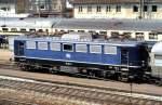 blau/143549/110-226-8-wartet-in-geislingen-an 110 226-8 wartet in Geislingen an der Steige auf die Ausfahrt, am 25.06.1987. Ich stand an der Stelle, um die Einfahrt des Dampfzuges aufnehmen zu können. Interessant sind die farblich ausgebesserten Frontseiten der 110.