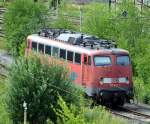 verkehrsrot/146605/im-kaum-noch-genutzten-ehemaligen-elok-bw Im kaum noch genutzten ehemaligen Elok-Bw Ulm stand einsam und unerwartet die 110 497-5 zwischen dem inzwischen üppig wachsenden Buschwerk, am 22.06.2011. Dieses Foto könnte sogar als Eisenbahnen im Grünen gezeigt werden.