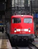 verkehrsrot/167110/110-435-5-wartet-mit-dem-re 110 435-5 wartet mit dem RE 99 nach Siegen auf die Abfahrt aus dem Frankfurter Hbf. August 2010