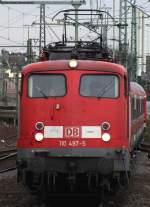 verkehrsrot/70257/110-497-5-bei-der-einfacht-in 110 497-5 bei der Einfacht in den Düsseldorfer Hbf. März 2010