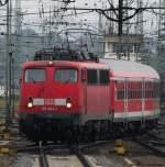 verkehrsrot/115246/110-404-1-faehrt-mit-dem-verstaerkerzug 110 404-1 fährt mit dem Verstärkerzug aus Frankfurt in Gießen ein. Juli 2010