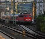 verkehrsrot/32726/110-444-7-durchs-haeuserdickicht-und-den 110 444-7 durchs Häuserdickicht und den Westbahnhof Frankfurt auf dem Weg zum Hauptbahnhof. (23.09.2009)