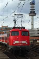 verkehrsrot/66989/110-464-5-stellt-den-2-verstaerkerzug 110 464-5 stellt den 2. Verstärkerzug nach Minden in Hannover Hbf bereit. März 2010