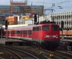 verkehrsrot/67180/110-462-9-wird-mit-dem-verstaerkerzug 110 462-9 wird mit dem Verstärkerzug nach Nienburg in Hannover bereit gestellt. März 2010