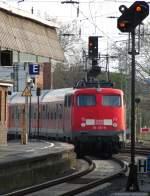 verkehrsrot/80527/110-457-9-schiebt-die-rb-68 110 457-9 schiebt die RB 68 in Münster aus dem Bahnhof zum BW. April 2010