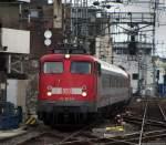 verkehrsrot/69255/rueckleistung-fuer-113-309-9-und-113 Rückleistung für 113 309-9 und 113 267-9 als IC 2863 von Bonn nach Hamm bei der Einfahrt in den Kölner Hbf. März 2010