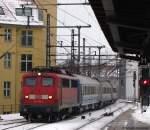 mit Zugen/123712/115-198-4-faehrt-mit-d-441 115 198-4 fährt mit D 441 gen Osten durch den Bahnhof Berlin Friedrichstraße. Februar 2010