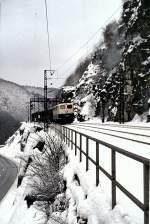 beige-blau/16265/140-148-6-auf-der-geislinger-steige 140 148-6 auf der Geislinger Steige, am 30.11.1980, vom Dia.