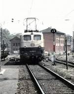 beige-blau/16261/141-050-5-in-wuerzburg-im-juni 141 050-5 in Würzburg, im Juni 1989, vom Dia.
