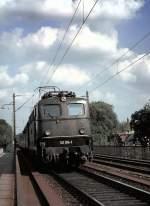 grun/16384/141-014-1-auf-der-donaubruecke-bei 141 014-1 auf der Donaubrücke bei Ulm; ideal war der angehängte Fußgängersteg, am 05.06.1981, vom Dia.