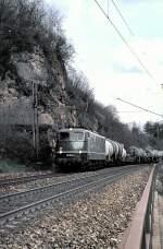 grun/54066/150-164-2-faehrt-die-geislinger-steige 150 164-2 fährt die Geislinger Steige am 07.05.1982 hinunter.