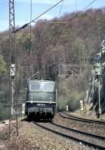 grun/54606/150-177-4-zieht-einen-gueterzug-die 150 177-4 zieht einen Güterzug die Geislinger Steige hinauf, am 08.05.1982.